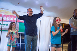 Picture of Greg Hammond and his daughters singing Karaoke at Reuse-apalooza
